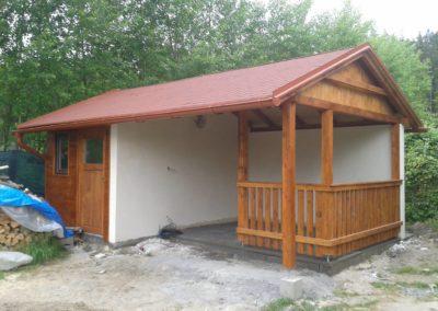 Stavba zahradního domku s terasou