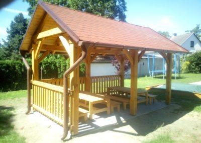 Stavba zastřešené zahradní dřevěné pergoly