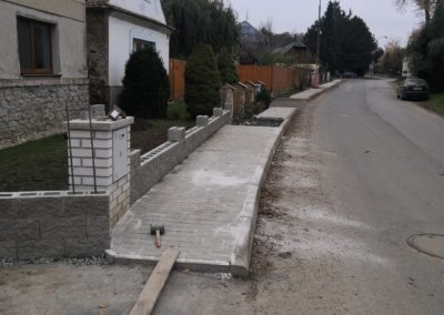 Výstavba chodníků Úmonín